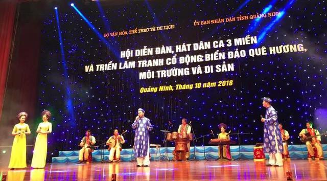 Đàn, hát Dân ca 3 miền toàn quốc rộn ràng bên bờ di sản Vịnh Hạ Long - Ảnh 1.