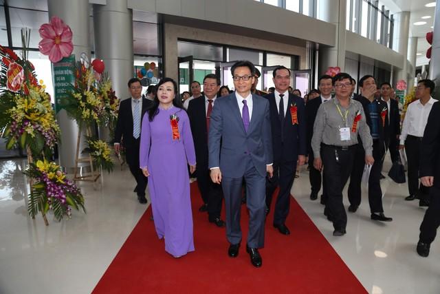Phó Thủ tướng Vũ Đức Đam dự lễ khánh thành cơ sở 2 Bệnh viện Bạch Mai, Việt Đức  - Ảnh 1.