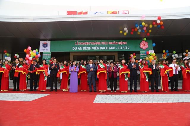 Phó Thủ tướng Vũ Đức Đam dự lễ khánh thành cơ sở 2 Bệnh viện Bạch Mai, Việt Đức  - Ảnh 4.