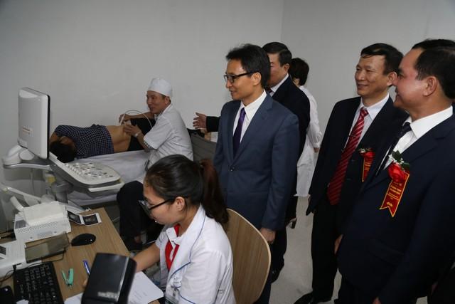 Phó Thủ tướng Vũ Đức Đam dự lễ khánh thành cơ sở 2 Bệnh viện Bạch Mai, Việt Đức  - Ảnh 2.