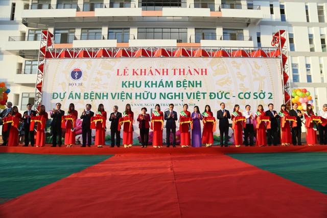 Phó Thủ tướng Vũ Đức Đam dự lễ khánh thành cơ sở 2 Bệnh viện Bạch Mai, Việt Đức  - Ảnh 5.