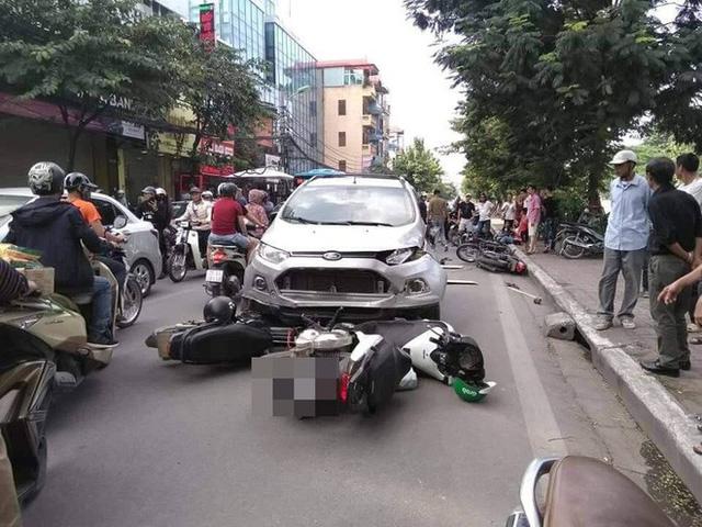 Vụ tai nạn liên hoàn ở Hà Nội khiến mạng xã hội sôi sục cuối giờ chiều chủ nhật - Ảnh 3.
