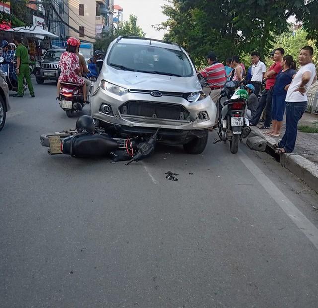 Vụ tai nạn liên hoàn ở Hà Nội khiến mạng xã hội sôi sục cuối giờ chiều chủ nhật - Ảnh 5.