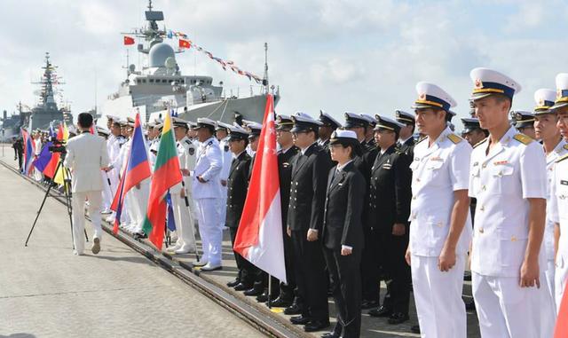 Việt Nam lên tiếng việc điều tàu tập trận chung với ASEAN và Trung Quốc - Ảnh 1.