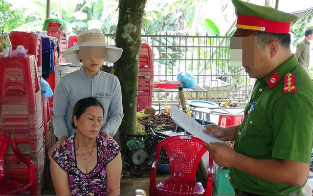 Bắt hai mẹ con buôn ma túy dưới vỏ bọc tiệm bán trái cây - Ảnh 1.