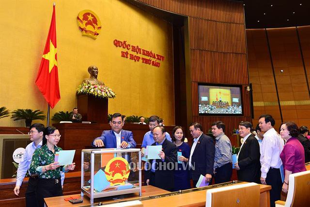 """Đại biểu Quốc hội """"soi"""" kết quả lấy phiếu tín nhiệm 48 lãnh đạo  - Ảnh 1."""
