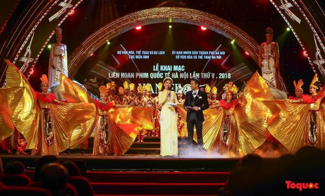 Thứ trưởng Trịnh Thị Thủy: Lễ hội cần góp phần bảo tồn phát huy những nét đẹp, các giá trị văn hóa truyền thống của cộng đồng các dân tộc - Ảnh 4.