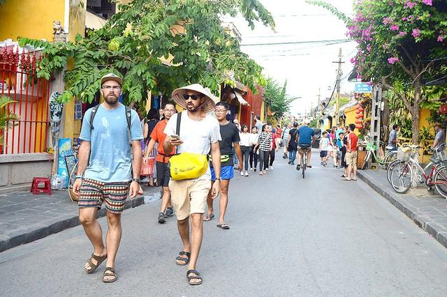 Quảng Nam: Ban hành Bộ Quy tắc ứng xử văn minh du lịch  - Ảnh 1.