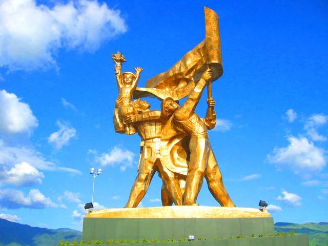 Sáng tác tranh cổ động tuyên truyền kỷ niệm 65 năm Ngày chiến thắng lịch sử Điện Biên Phủ - Ảnh 1.