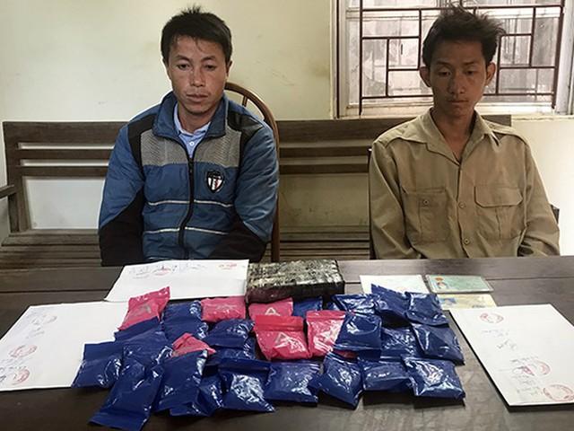 Sơn La: Bắt giữ 2 đối tượng vận chuyển 1 bánh heroin cùng hơn 5 nghìn viên ma túy tổng hợp - Ảnh 1.