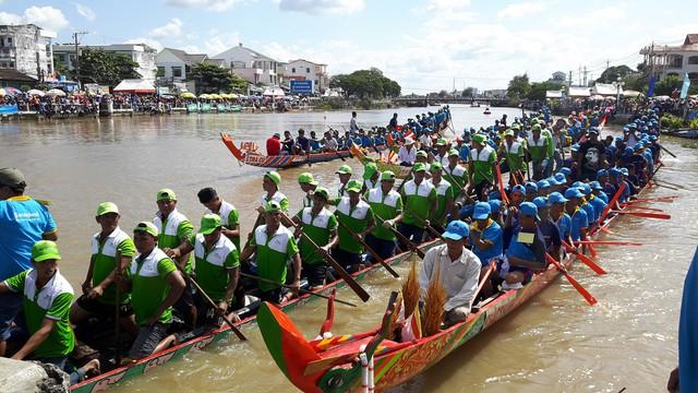 Lễ hội Ok Om Bok tỉnh Trà Vinh năm 2018 - Ảnh 1.
