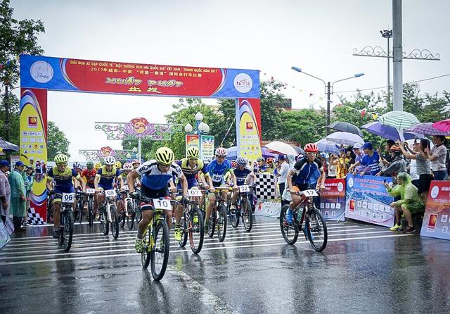 Tổ chức Giải đua xe đạp quốc tế Một đường đua hai quốc gia năm 2018 - Ảnh 1.