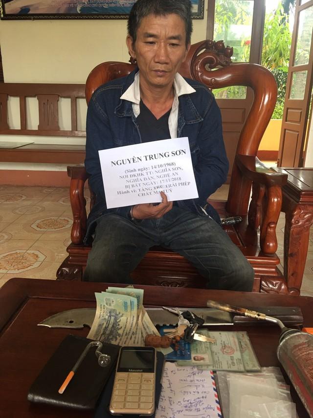 Biên phòng Đà Nẵng bắt hai đối tượng tàng trữ trái phép chất ma túy - Ảnh 1.