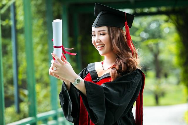 Sau 2 năm đèn sách, cuối cùng Á hậu Thụy Vân đã hái quả ngọt – tấm bằng MBA - Ảnh 10.