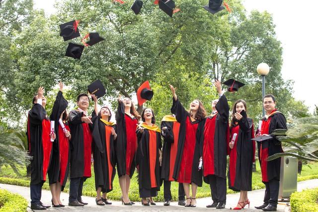 Sau 2 năm đèn sách, cuối cùng Á hậu Thụy Vân đã hái quả ngọt – tấm bằng MBA - Ảnh 11.