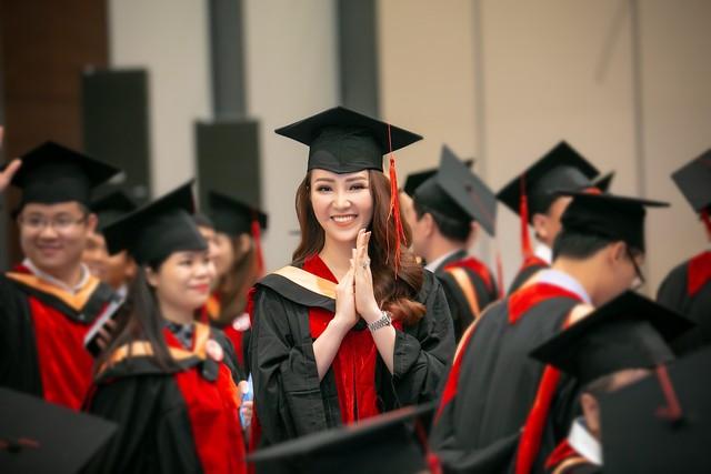 Sau 2 năm đèn sách, cuối cùng Á hậu Thụy Vân đã hái quả ngọt – tấm bằng MBA - Ảnh 1.