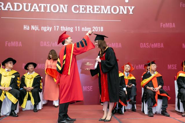 Sau 2 năm đèn sách, cuối cùng Á hậu Thụy Vân đã hái quả ngọt – tấm bằng MBA - Ảnh 2.