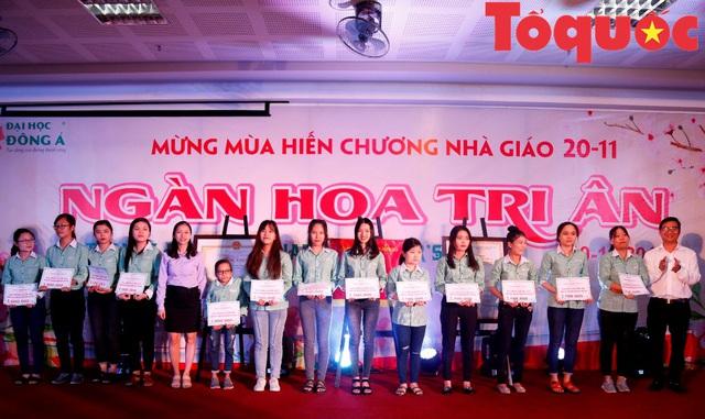 Đại học Đông Á đón nhận Cờ thi đua của Bộ GD&ĐT - Ảnh 4.
