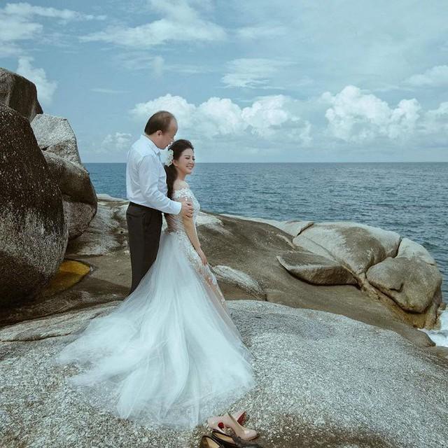 Ảnh cưới đầy mộng mơ khiến nhiều người ngưỡng mộ của ca sĩ Đinh Hiền Anh và chồng hơn 17 tuổi - Ảnh 1.