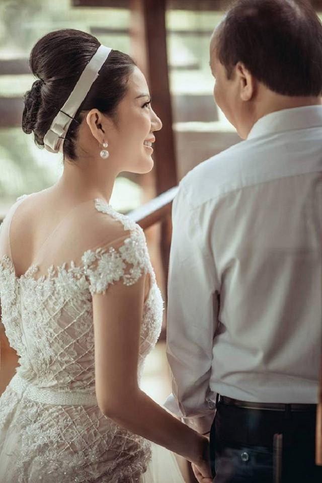 Ảnh cưới đầy mộng mơ khiến nhiều người ngưỡng mộ của ca sĩ Đinh Hiền Anh và chồng hơn 17 tuổi - Ảnh 4.