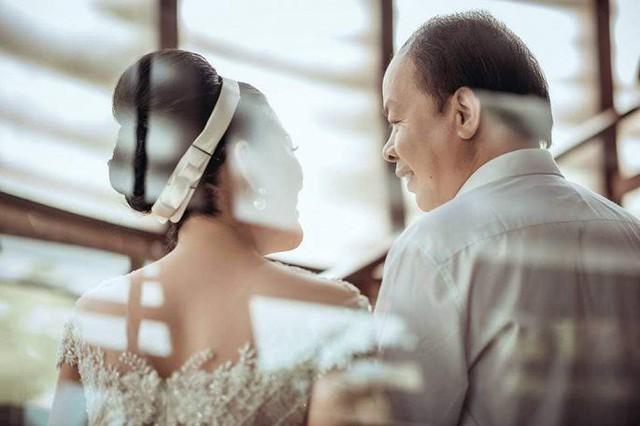 Ảnh cưới đầy mộng mơ khiến nhiều người ngưỡng mộ của ca sĩ Đinh Hiền Anh và chồng hơn 17 tuổi - Ảnh 5.