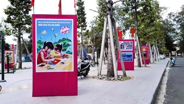 Khai mạc Triển lãm tranh cổ động tấm lớn tuyên truyền về Môi trường Văn hóa, Thể thao và Du lịch - Ảnh 1.