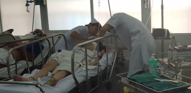 Vụ sập giàn giáo ngày 20/11: trong 25 học sinh nhập viện cấp cứu có 2 em chấn thương sọ não phải phẫu thuật - Ảnh 3.