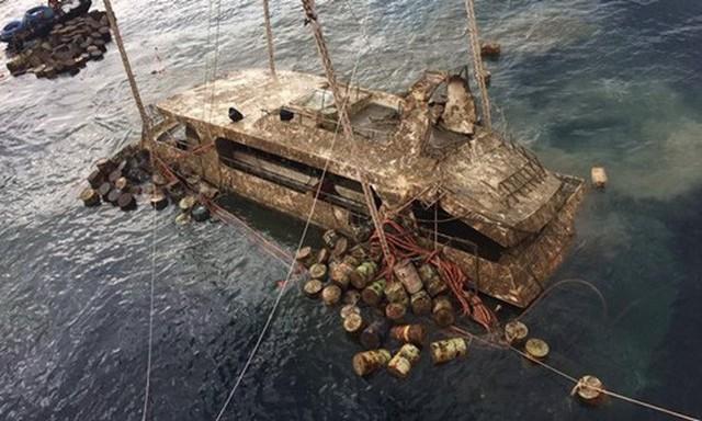 Thái Lan trục vớt tàu du lịch bị chìm khiến 47 du khách Trung Quốc thiệt mạng - Ảnh 1.