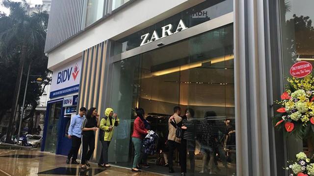 Mỗi ngày hãng thời trang  Zara hốt bạc tỷ từ thị trường Việt Nam - Ảnh 1.
