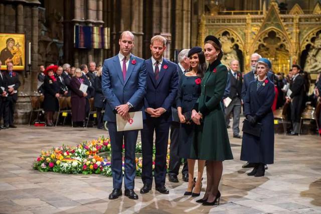 Hé lộ thông tin vợ chồng Hoàng tử Harry và Meghan ra ở riêng - Ảnh 1.