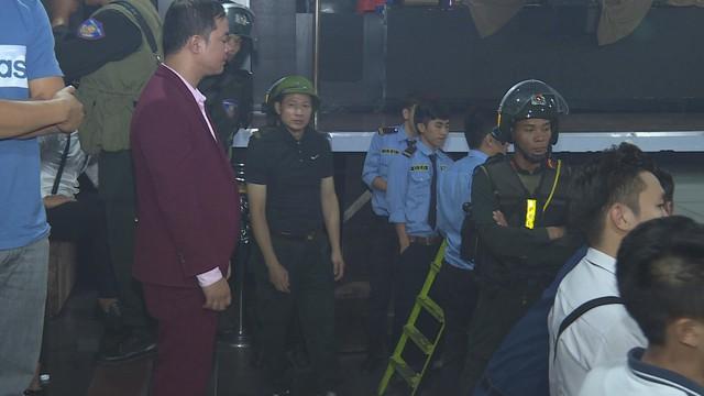 Đột kích 2 quán bar ở Đắk Lắk lúc rạng sáng, phát hiện hàng chục thanh niên nam nữ phê ma túy nhảy múa điên loạn - Ảnh 3.