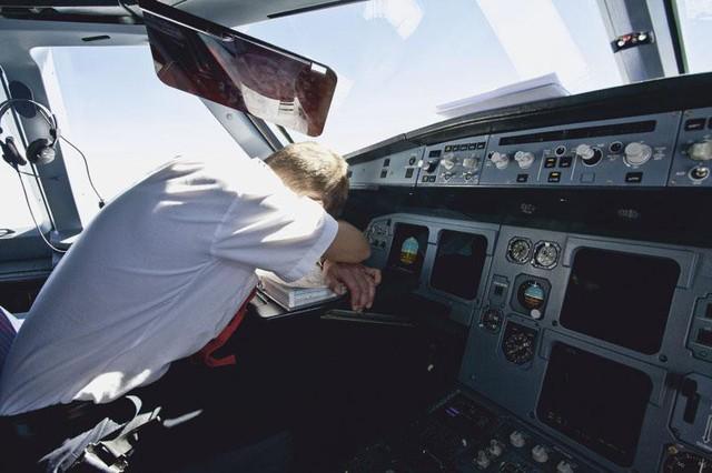 Phi công ngủ quên khiến máy bay đi quá giới hạn 46 km - Ảnh 1.