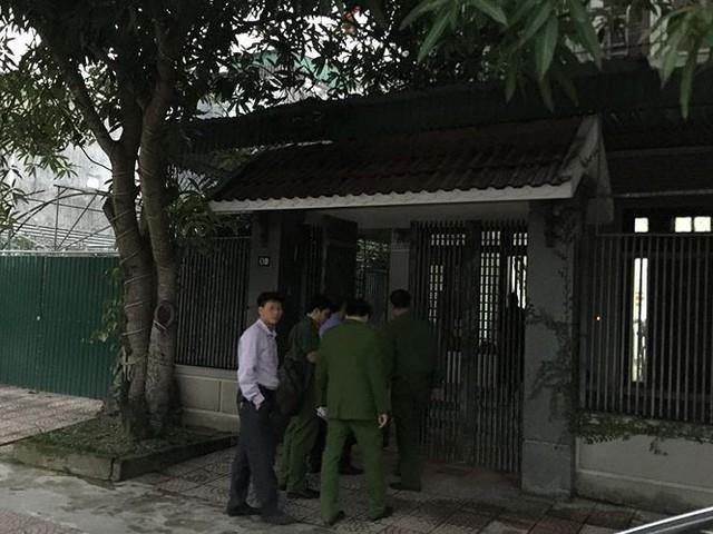 """Khám xét nhà ở hai """"trợ thủ"""" của Trần Bắc Hà ở Hà Tĩnh - Ảnh 1."""