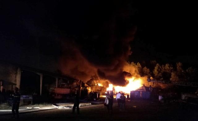 Cháy lớn tại Khu công nghiệp Hòa Cầm - Ảnh 1.