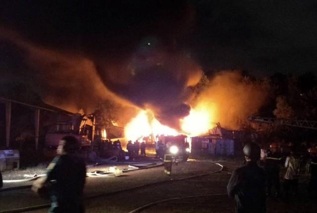 Cháy lớn tại Khu công nghiệp Hòa Cầm - Ảnh 4.
