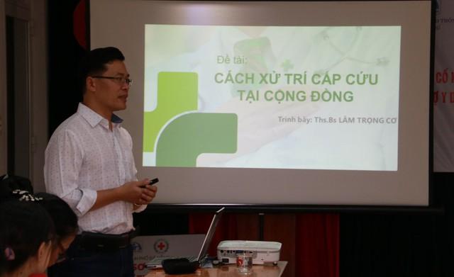 Giáo viên các trường THPT ở  Đà Nẵng học 10 kỹ thuật sơ cấp cứu - Ảnh 1.