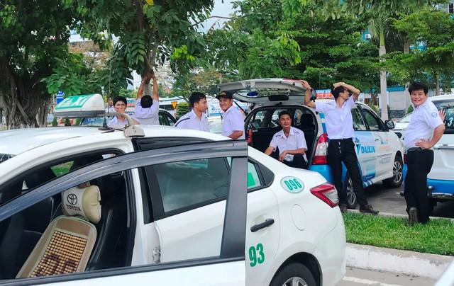 Tài xế taxi từ chối đón khách tại ga quốc nội sân bay quốc tế Đà Nẵng - Ảnh 1.
