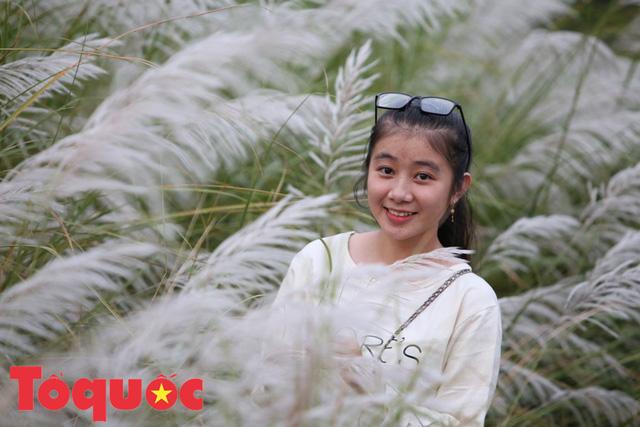 Đẹp nao lòng bên hoa lau trắng nở rợp trời Đà Nẵng - Ảnh 11.