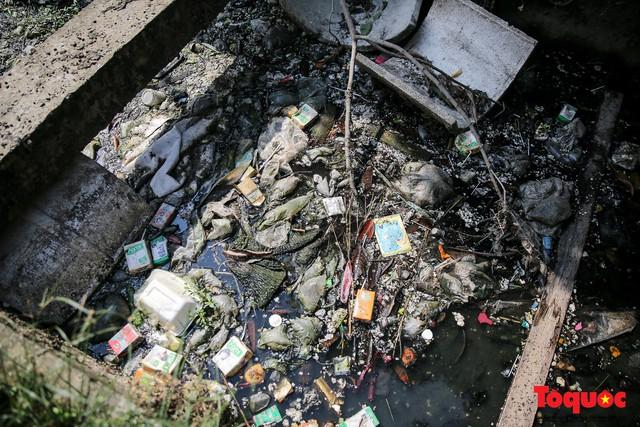Hà Đông: Dân kêu than vì ô nhiễm rãnh nước thải nhiều năm vẫn chưa được xử lý - Ảnh 4.