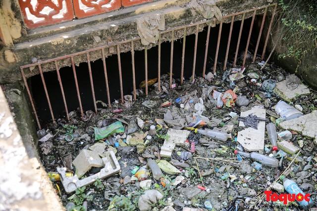 Hà Đông: Dân kêu than vì ô nhiễm rãnh nước thải nhiều năm vẫn chưa được xử lý - Ảnh 3.