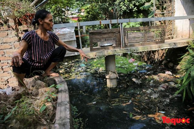 Hà Đông: Dân kêu than vì ô nhiễm rãnh nước thải nhiều năm vẫn chưa được xử lý - Ảnh 6.