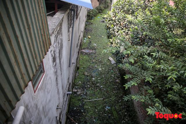 Hà Đông: Dân kêu than vì ô nhiễm rãnh nước thải nhiều năm vẫn chưa được xử lý - Ảnh 7.
