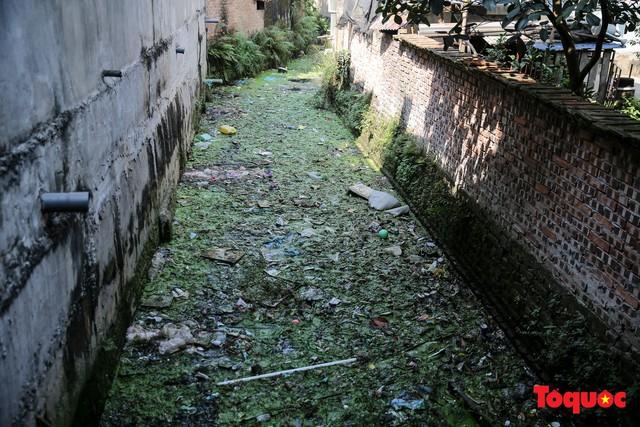 Hà Đông: Dân kêu than vì ô nhiễm rãnh nước thải nhiều năm vẫn chưa được xử lý - Ảnh 9.
