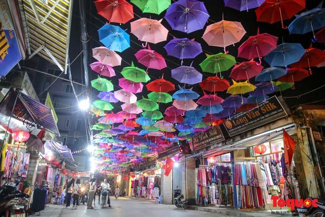 Hà Nội: Làng lụa Vạn Phúc mặc áo mới đón tuần lễ Văn hóa, Du lịch - Ảnh 9.