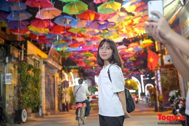 Hà Nội: Làng lụa Vạn Phúc mặc áo mới đón tuần lễ Văn hóa, Du lịch - Ảnh 7.