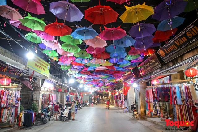 Hà Nội: Làng lụa Vạn Phúc mặc áo mới đón tuần lễ Văn hóa, Du lịch - Ảnh 11.