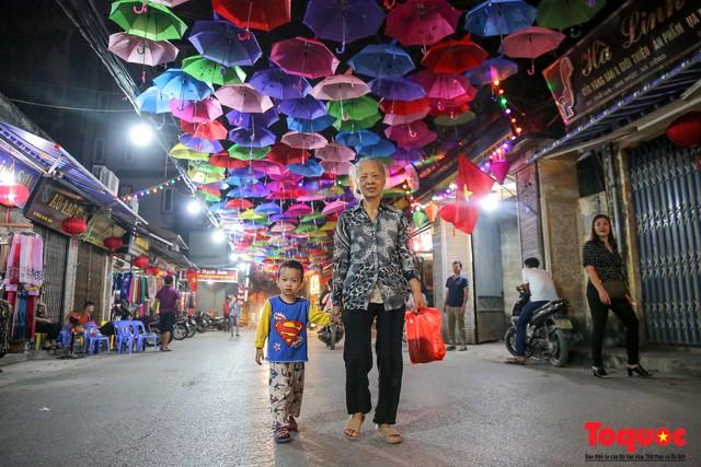 Hà Nội: Làng lụa Vạn Phúc mặc áo mới đón tuần lễ Văn hóa, Du lịch - Ảnh 12.