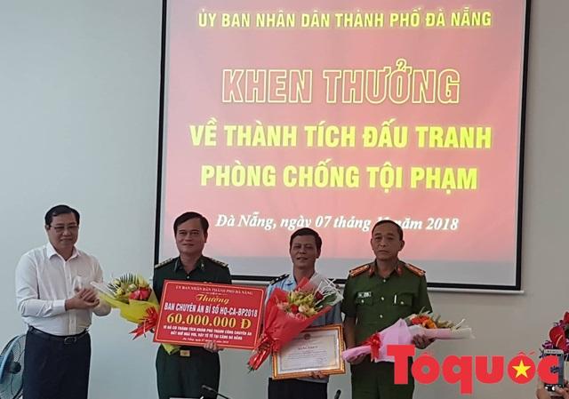 Chủ tịch Đà Nẵng khen thưởng Ban chuyên án vụ bắt 10 tấn ngà voi nhập lậu - Ảnh 1.