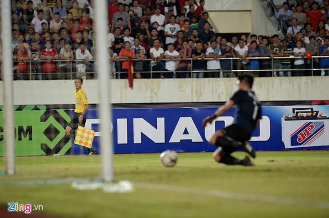 Kết thúc hiệp 1: Đội tuyển Việt Nam dẫn trước 2-0 trước Lào, Công Phượng, Anh Đức lập công - Ảnh 10.