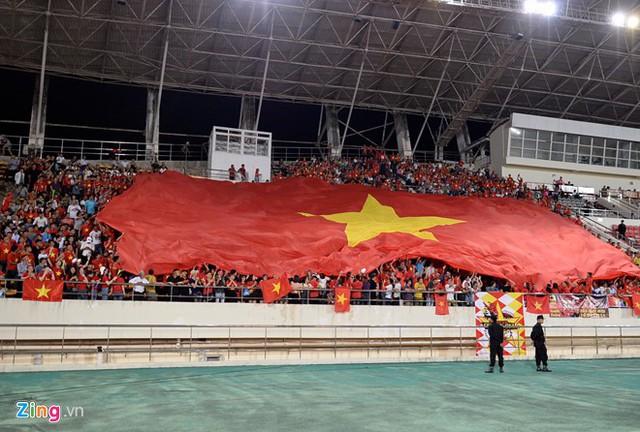 Kết thúc hiệp 1: Đội tuyển Việt Nam dẫn trước 2-0 trước Lào, Công Phượng, Anh Đức lập công - Ảnh 2.